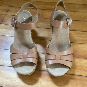 Clarks ledella trail artisan clog sandal